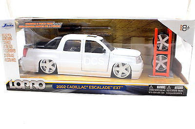 Jada Lopro 2002 Cadillac Excalade Ext White 1/24 With 2 Sets Of Wheels Diecast