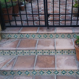 Rustic Pavers and Arabesque Hexagon Create Antique Patio