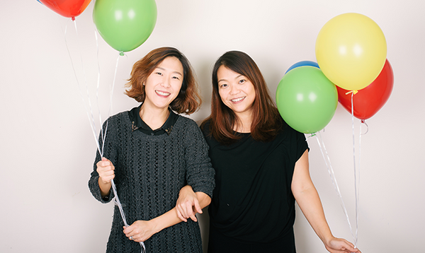 Ranhee and Saewon, founders of Merrilulu holding balloons