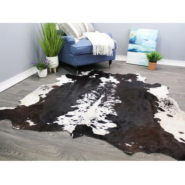 "Natural Geo White/Dark Brown Cowhide Animal Area Rug 5' 4"" x 6'"