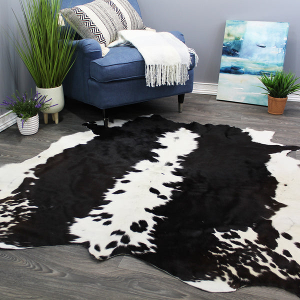 "Natural Geo Dark Brown/Black/White Cowhide Area Rug 5' 2"" x 5' 6"""