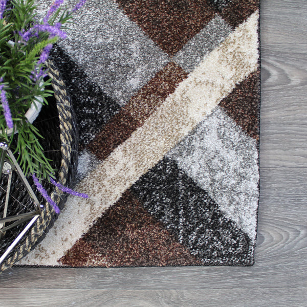 Natural Geo Jasmine Modern Diamond Abstract Black/Brown Area Rug
