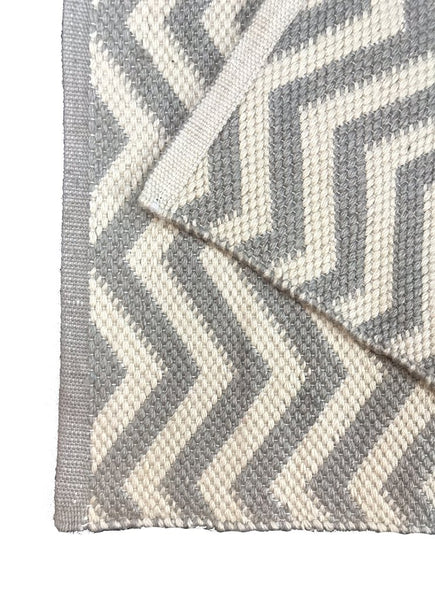 Natural Geo Sofia Gray/White Area Rug with Padding