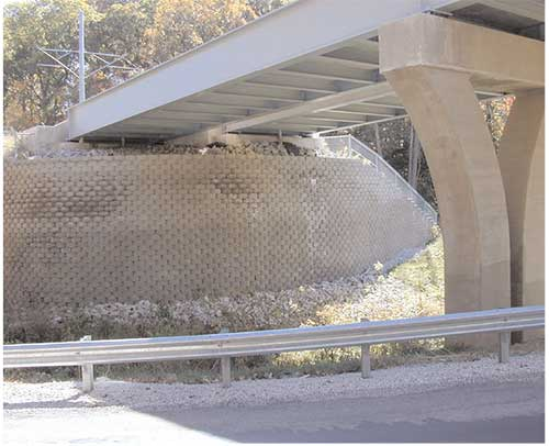 Mirafi 500x - 600x retaining wall metrolink project