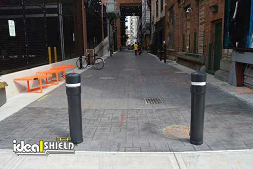 Removable pipe bollards guarding alleyway