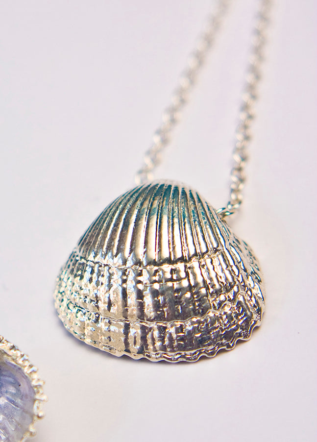 COCKLE SHELL necklace, large - silver