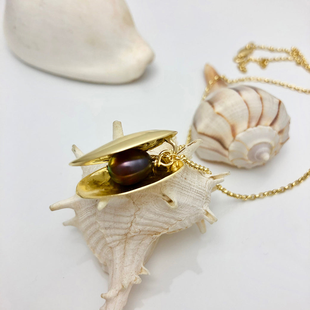 OPEN CLAM SHELL Necklace