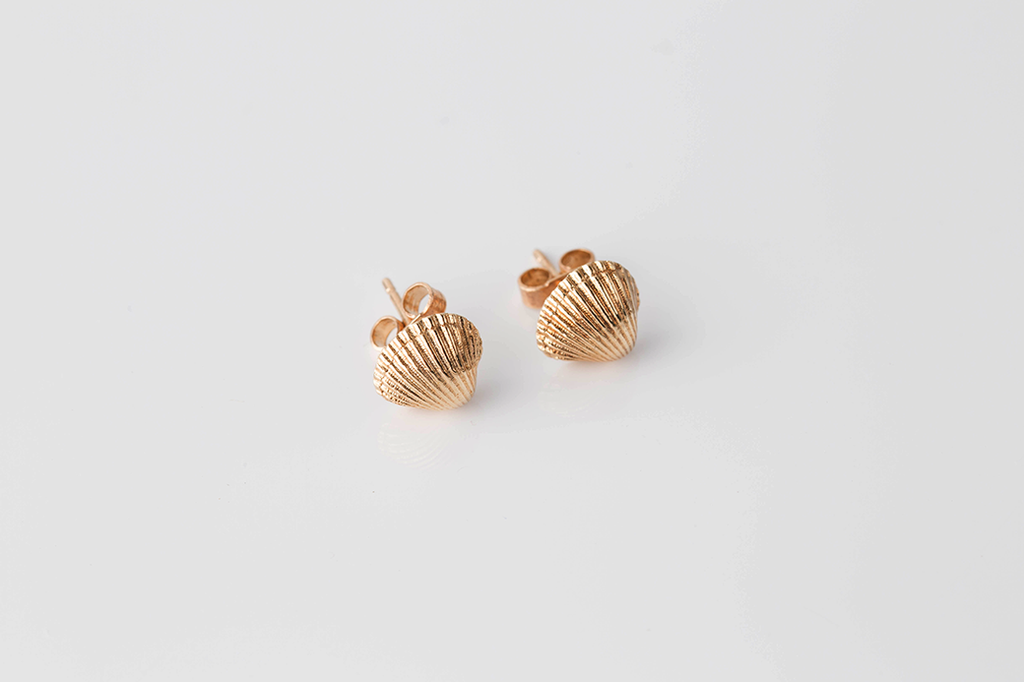 COCKLE SHELL stud earrings - gold - Jennifer Kinnear Jewellery Ocean Shell Collection