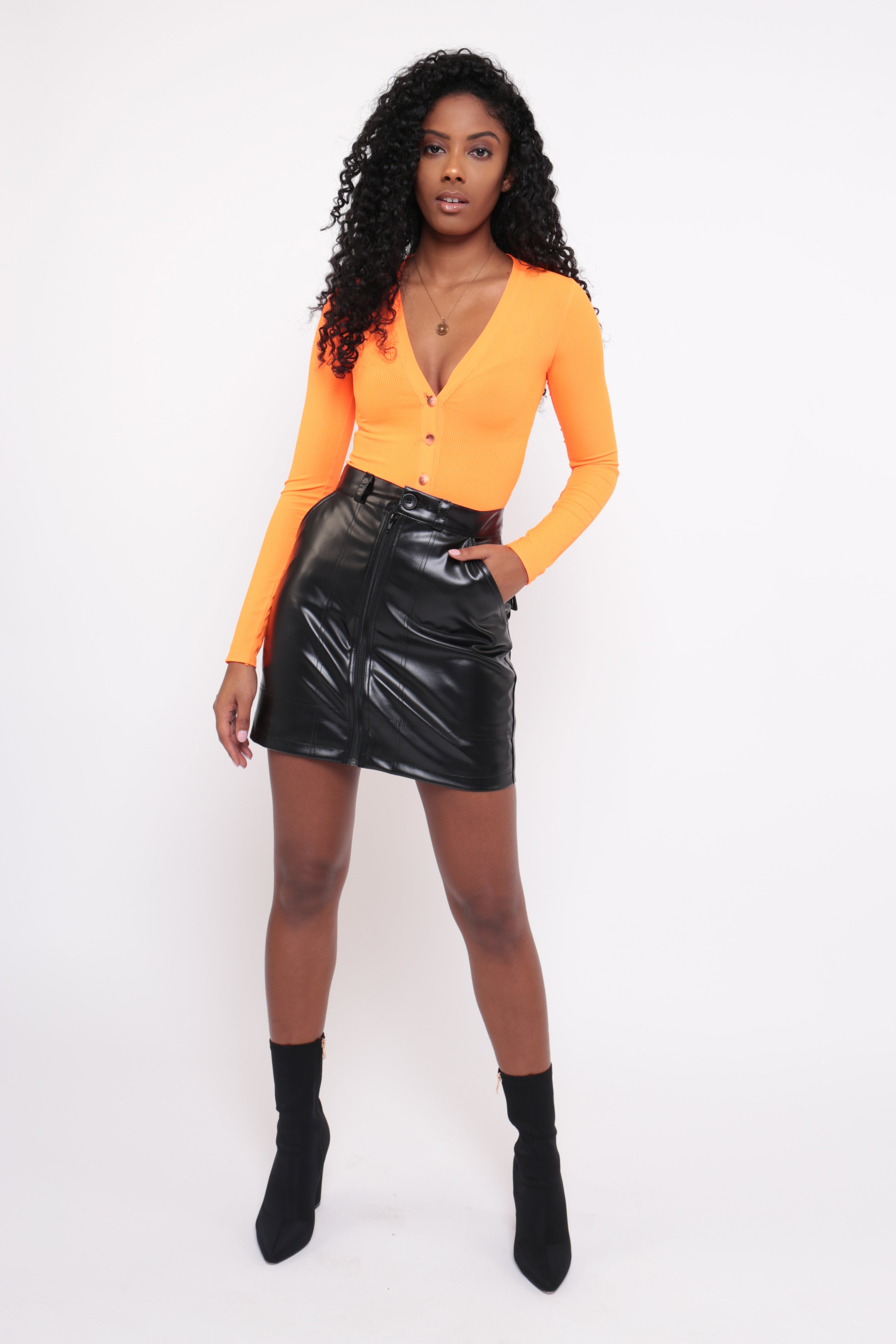 BLACK PU LEATHER BUTTON SKIRT