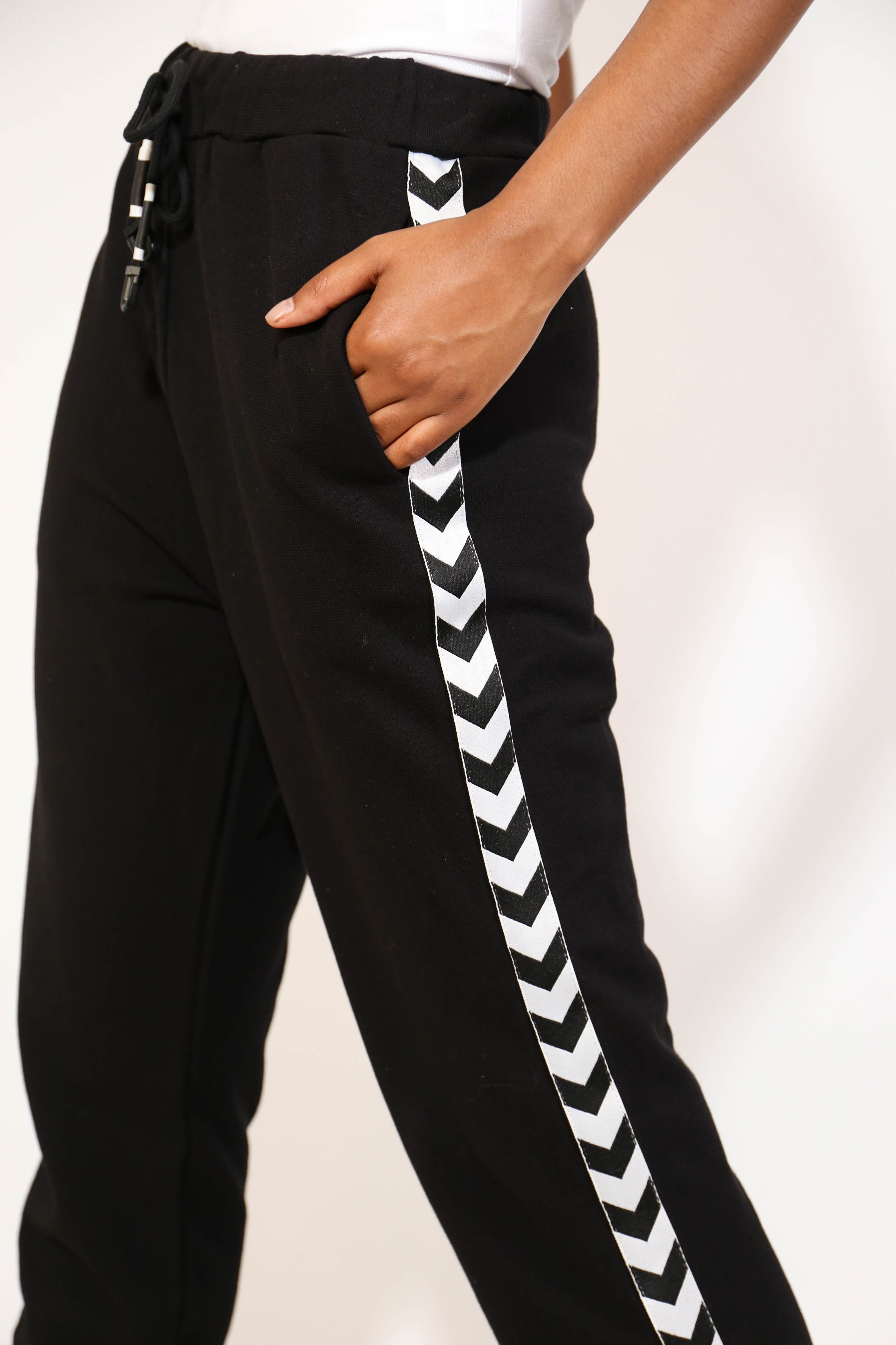 SIDE ARROW JOGGER BOTTOMS
