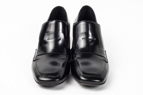 VIC MATIĒ - BLACK LOAFER WITH STEEL-COLOURED PERFORATED HEEL