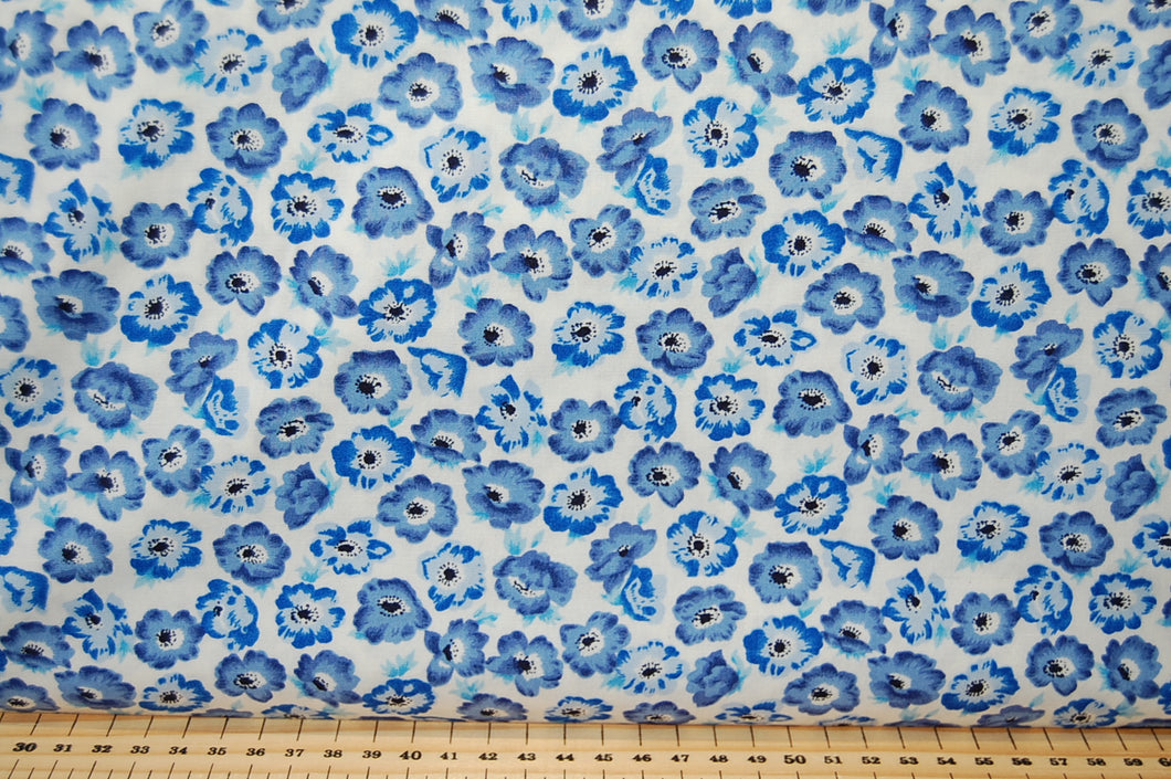 Fabric Shack Medium Flower Floral Poppy Pansy White Blue Turquoise Cotton Fabric Fat Quarter