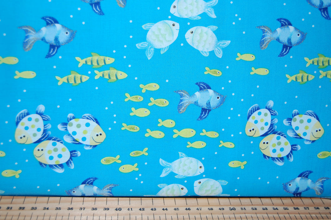 Fabric Shack Sewing Quilting Sew Fat Quarter Cotton Quilt Patchwork Dressmaking Dana Brooks Henry Glass Celebrate Summer Seaside Holiday Sea Fish Flipflops Sunglasses Crabs Bucket Spade Ladybird Fl (3)