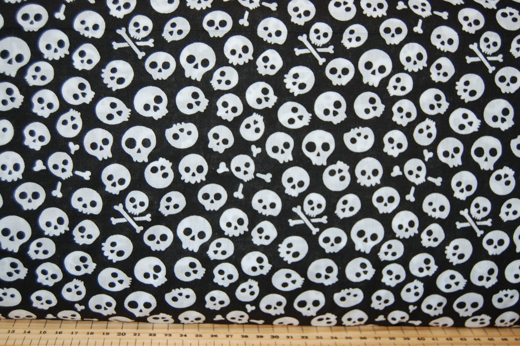 Fabric Shack Sewing Quilting Sew Fat Quarter Polycotton Cotton Polyester Patchwork Dressmaking Spooky Halloween Gothic Goth Emo Bat Skull Black White Monochrome