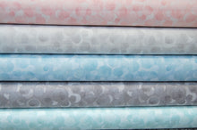 Fabric Shack Sewing Quilting Sew Fat Quarter Lewis & and Irene Bumbleberries Bumbleberry Metallic Light Grey Mixer Blender BB94