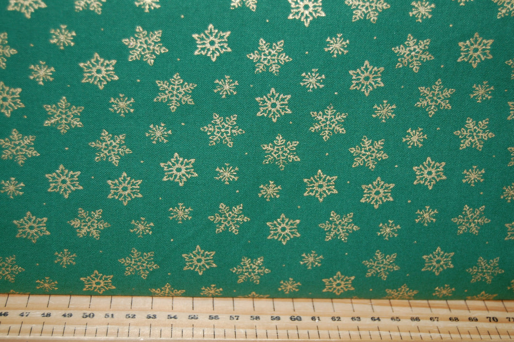 fabric shack sewing quilting sew fat quarter cotton quilt patchwork dressmaking metallic christmas holidays snowflake red snow green (2)
