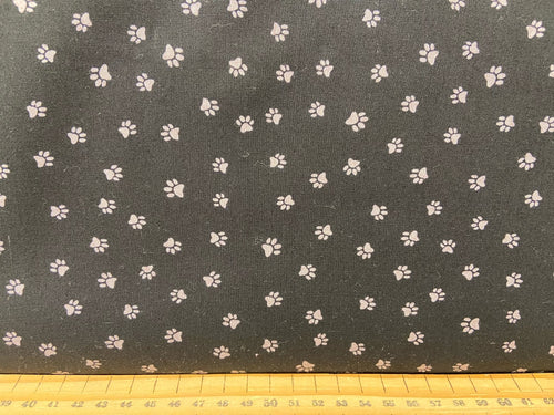 fabric shack sewing quilting sew fat quarter cotton patchwork quilt dan di paulo clothworks snarky cats kitten kitty paw prints black