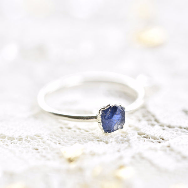 RAW SAPPHIRE RING IN FINE SILVER (SMALL STONE VERSION)
