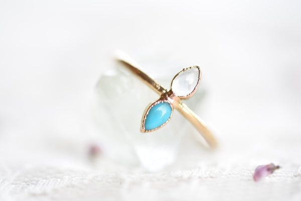 GOLD TURQUOISE AND MOONSTONE RING