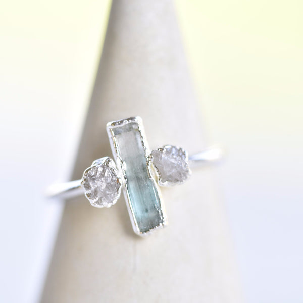 ROUGH DIAMOND AND EMERALD CRYSTAL RING IN FINE SILVER