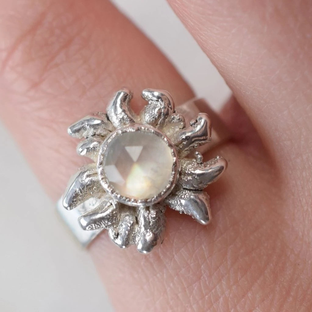 MOONSTONE 'MOON FLOWER' IN FINE SILVER