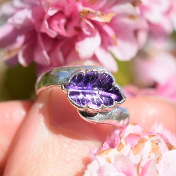 AMETHYST LEAF RING IN FINE SILVER