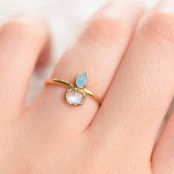 MOONSTONE AND OPAL RING IN GOLD