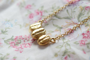 TRIPPLE COFFEE BEAN NECKLACE IN FINE GOLD