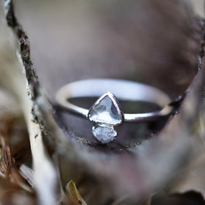 AQUAMARINE AND ROUGH DIAMOND RING IN FINE SILVER