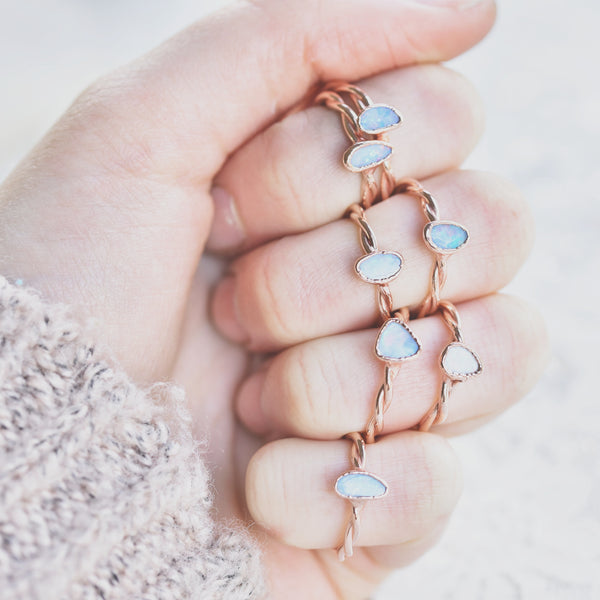 AUSTRALAIN OPAL, TWISTED BAND RING IN RECYCLED COPPER