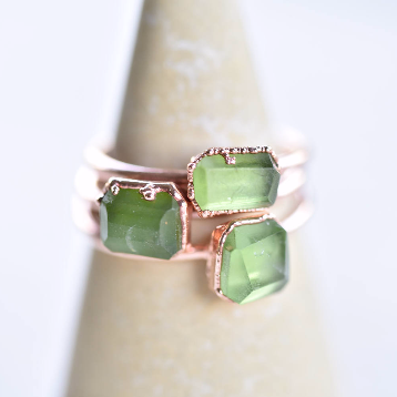 FREE-FACETED PERIDOT RING IN RECYCLED COPPER