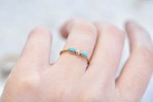 RAW DIAMOND AND TURQUOISE RING IN GOLD