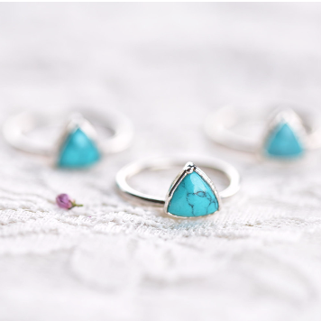 TRIANGLE TURQUOISE RING IN FINE SILVER