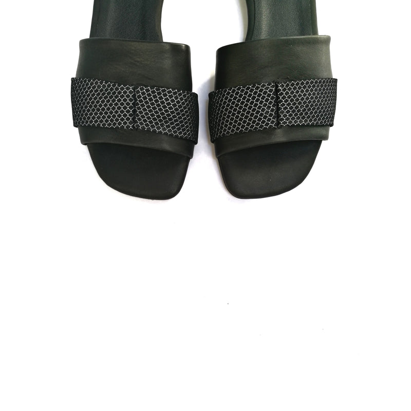 LAST SIZES #8 MESH SLIDES - BLACK & BLACK