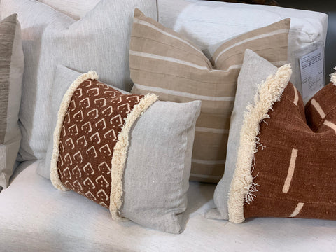 Ructic Pillows with fringing, on linen ground