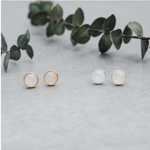 Glee Anytime studs white moonstone
