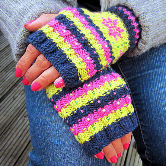 Snowflake mitts knitting kit