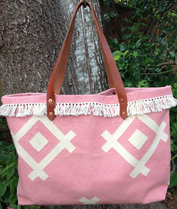 Dhurrie Market Bag in Pink with beige geometric pattern