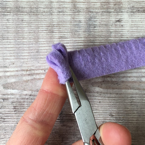 Using flat nose pliers for felt flower making