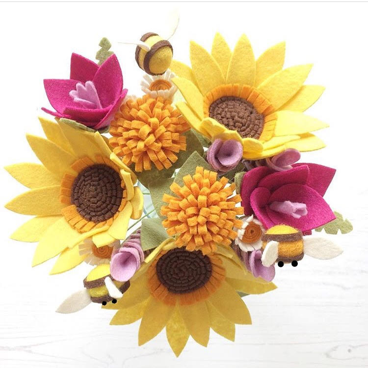 Sunshine Bee Bouquet PDF pattern by The Handmade Florist