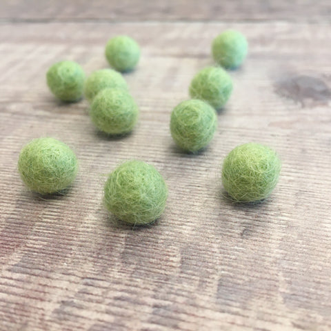 Felt balls: 1cm light green (pack of 10)