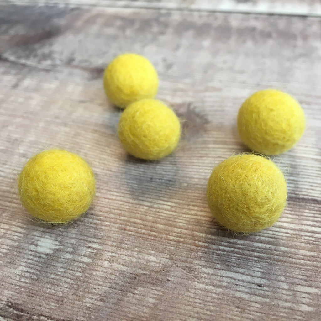 Felt balls: 1.5cm yellow mix (pack of 5)