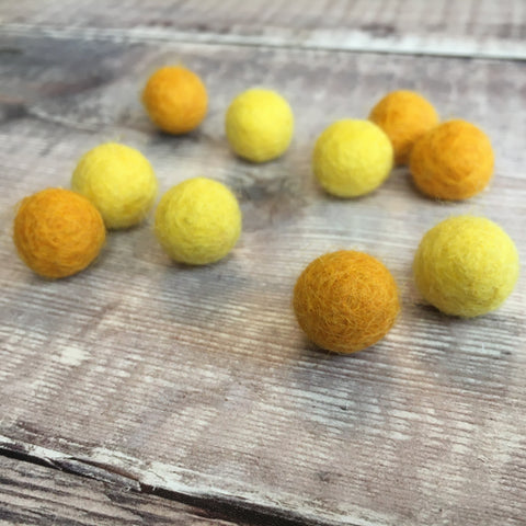 Felt balls: 1.5cm yellow/orange mix (pack of 10)