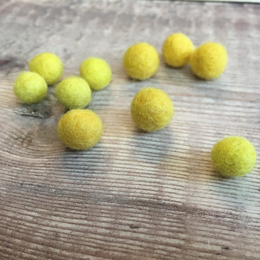 Felt balls: 1cm yellow mix (pack of 10)