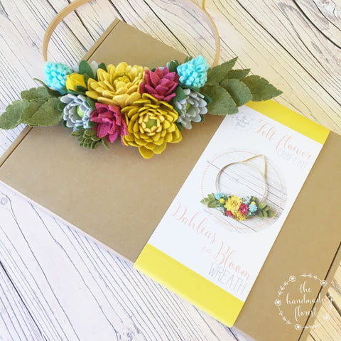Dahlias in Bloom Wreath craft kit