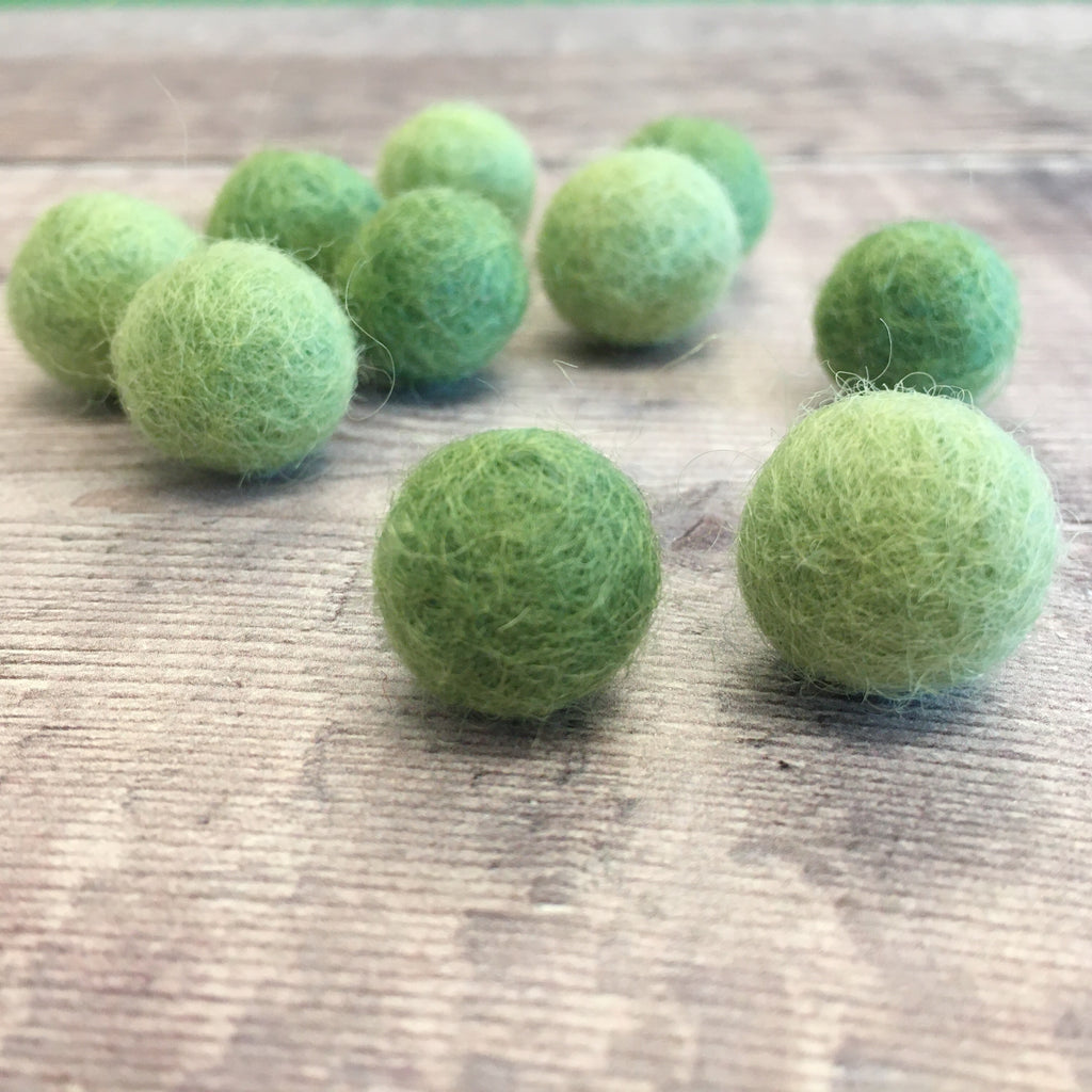 Felt balls: 1.5cm light and dark green mix (pack of 10)