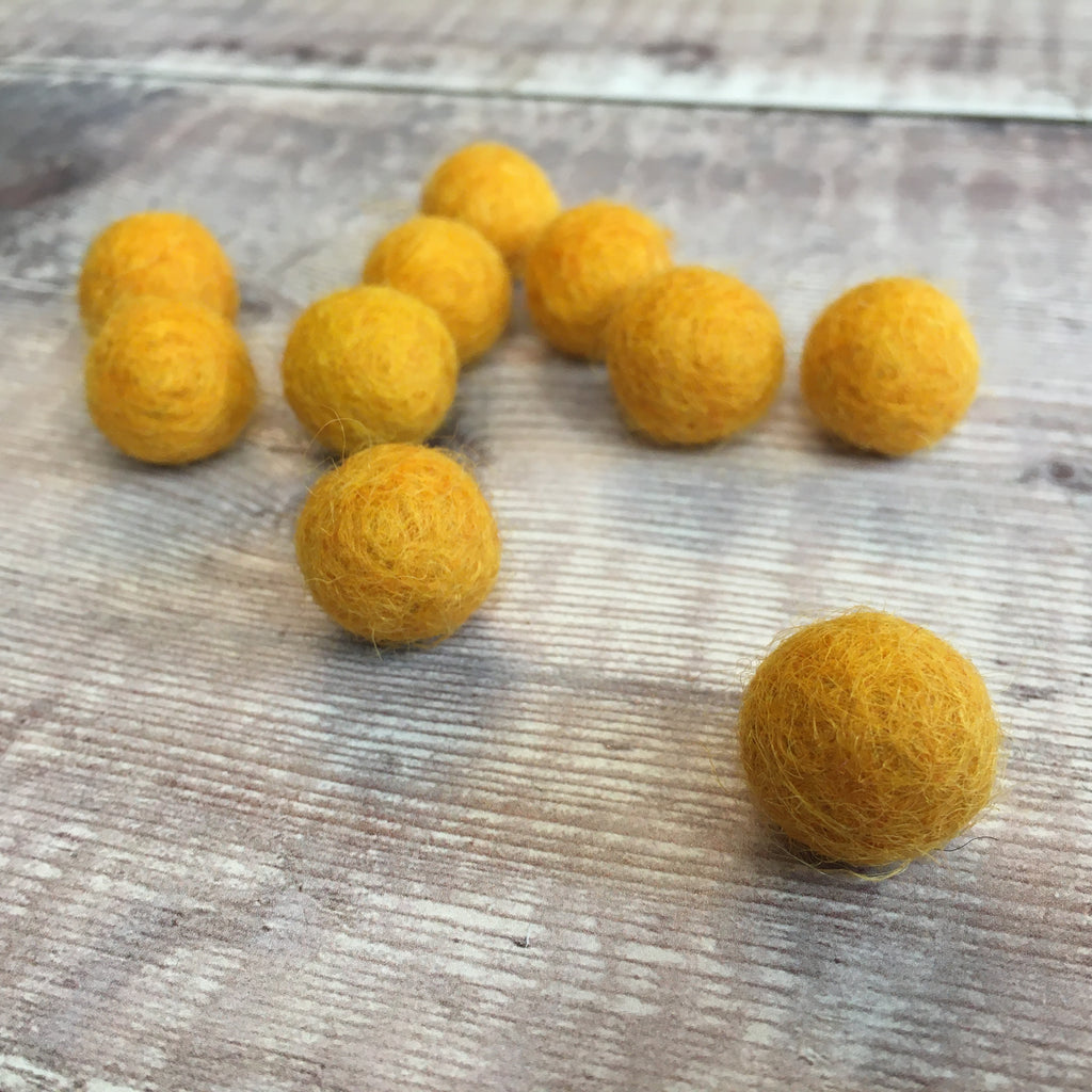 Felt balls: 1.5cm orange (pack of 10)