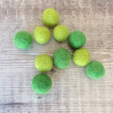 Felt balls: 1.5cm green mix (pack of 10)