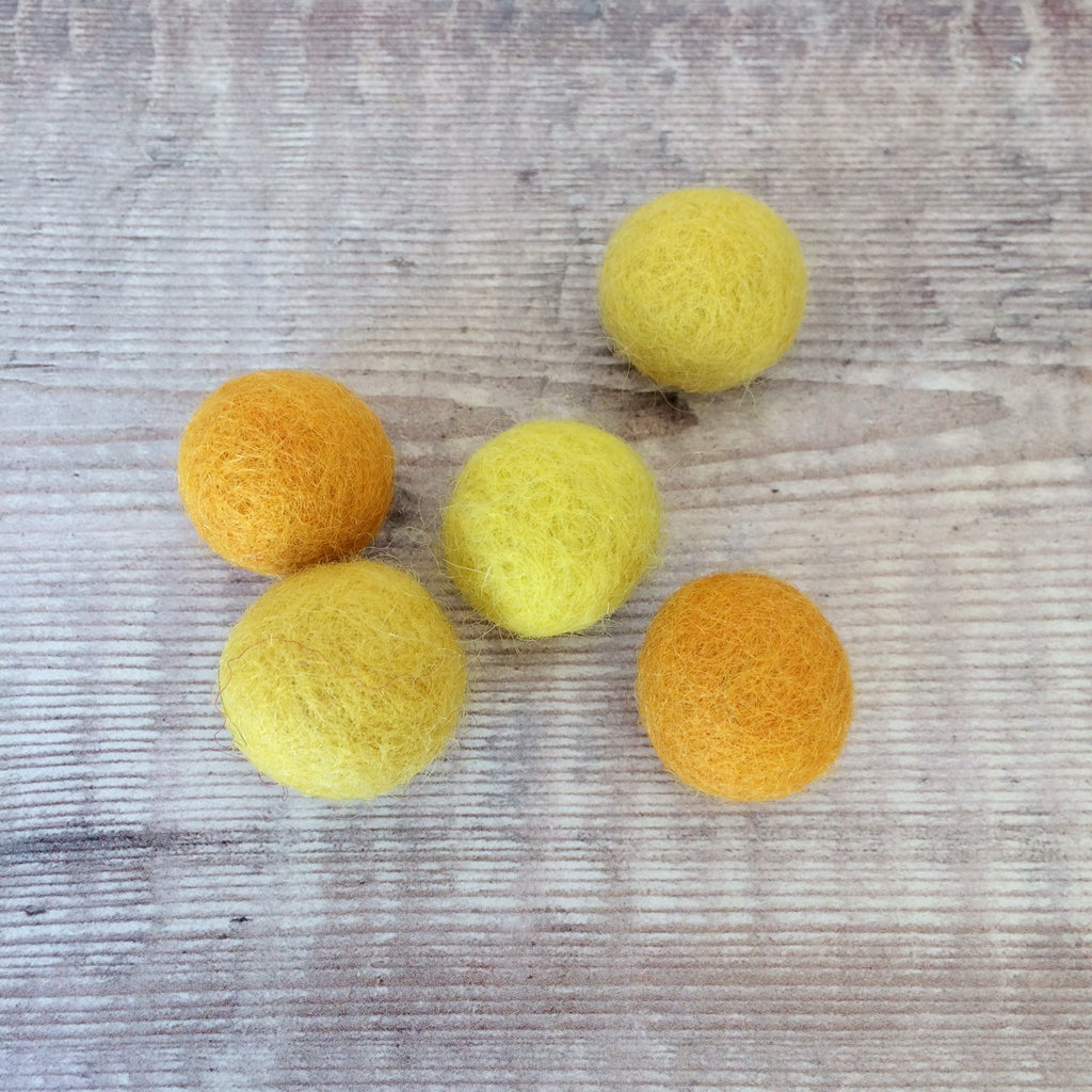 Felt balls: 2cm yellow and orange mix (pack of 5)