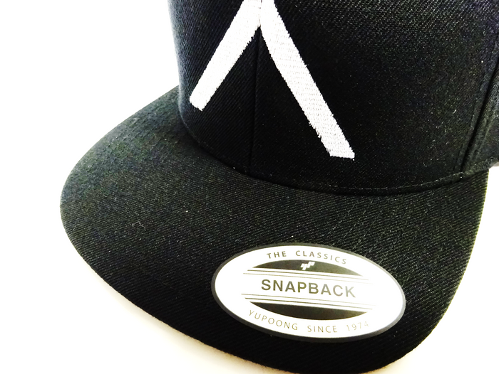 ADV Sport FLEXFIT® CLASSIC SNAPBACK CAP - Classic Sticker on the peak